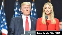 Donald Trump com a filha Ivanka Trump