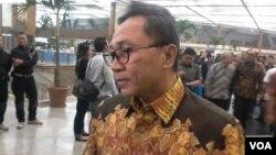 Ketua Umum PAN Zulkifli Hasan menjelaskan soal PAN yang bergabung ke KIH di Jakarta, Rabu 2/9 (foto: VOA/Andylala).