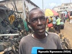 Daniel Mvouama, président des vendeurs de pièces détachées à Commission, à Brazzaville, au Congo, le 24 mai 2017. (VOA/Ngouela Ngoussou)