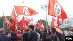 """反對派""""另一個俄羅斯""""同其他左翼勢力今年6月份在莫斯科舉行支持哈薩克石油工人的集會。"""
