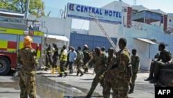 2015年2月20日索马里安全部队在摩加迪沙总统府附近的中央饭店