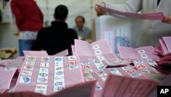 Voting officials count ballots in a polling station, Rome, Feb. 25, 2013.