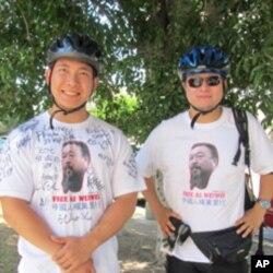 楊夢筆(左)和李東澄騎自行車跨越美國