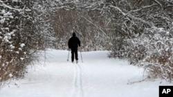 美国中西部滑雪爱好者抓住天降大雪好时机