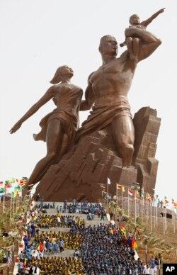 지난 2010년 4월 세네갈 수도 다카르에서 독립 50주년을 맞아 '아프리카 르네상스 기념상' 제막식이 열렸다.