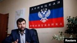 Một thủ lãnh phe nổi dậy ở miền đông Ukraine, Denis Pushilin họp báo ở Donetsk, 12/5/14