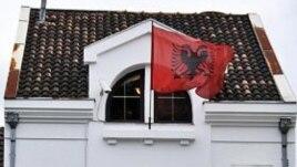 Protesta në Mal të Zi: goditet me gurë ambasada shqiptare