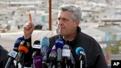El jefe de refugiados de Estados Unidos, Filippo Grandi, habla con la prensa durante una visita al campo de refugiados sirios de Zaatari, en Mafraq, Jordania, el 12 de febrero de 2018.