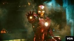 Iron Man dalam film kedua ini berhadapan dengan musuh-musuh baru.