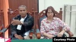 Terdakwa Suzethe Margaret (kanan) dan pengacara Alfonsus Atu Kota (kiri) dalam sidang putusan di Bogor, Rabu, 5 Februari 2020. (Foto courtesy: Alfonsus Atu Kota)