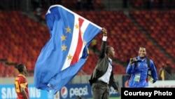Lúcio Antunes com a sua bandeira