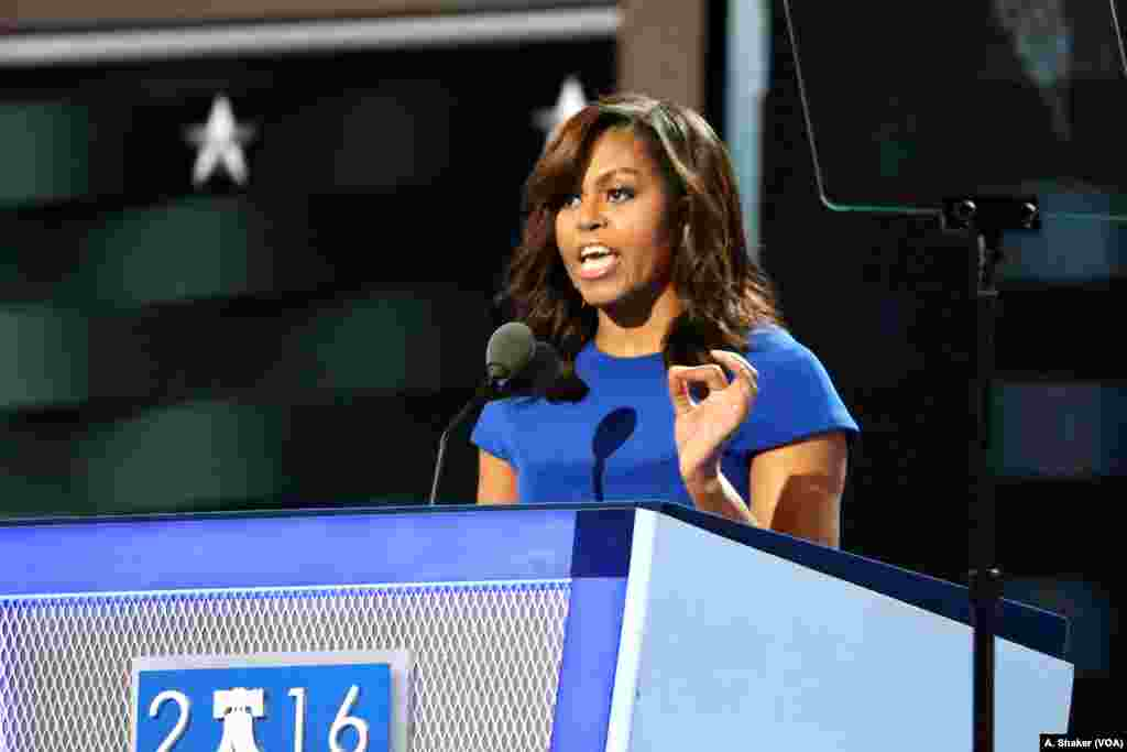 Among the opening night speakers was First Lady Michelle Obama, who urged Democrats to support Hillary Clinton at the Democratic National Convention in Philadelphia, July 25, 2016.(A. Shaker/VOA)