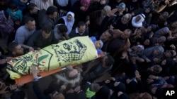 요르단강 서안 마을 제닌에서 14일 이스라엘 군인의 총에 맞아 숨진 15살 푸아드 와케드의 장례식이 열렸다.