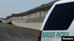 La Ley para la Construcción de la Confianza en Estados Unidos, autorizaría miles de millones de dólares para aumentar el número de agentes fronterizos.