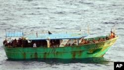 شماری از مهاجرین افریقایی و آسیایی برای رسیدن به کشور های غربی راه های پر خطر بحری را در پیش می گیرند
