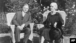 胡佛总统夫妇摄于1929年