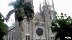 Gereja Katedral di Jakarta Pusat. (VOA/Andylala Waluyo)