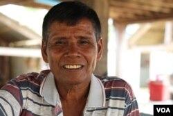 លោក ម៉ៅ រ៉ាន់ អាយុ៦៦ឆ្នាំ អតីតទាហានខ្មែរក្រហម ដែលត្រូវបានបញ្ជូនទៅការពារនៅកោះតាងក្នុងខេត្តព្រះសីហនុ កាលពីខែឧសភា ឆ្នាំ១៩៧៥។ (ស៊ុន ណារិន/VOA Khmer)