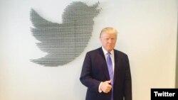 Donald Trump, en foto de archivo cuando era candidato a la presidencia, durante una sesión de preguntas y respuestas en Twitter.