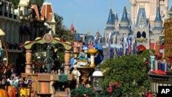 Un pase platinum plus para cuatro personas cuesta ahora $729 dólares para residentes de Florida e incluye entrada a World Disney World, 2 parques de agua y otras diversiones.