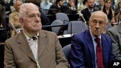 Los exdictadores argentinos Jorge Rafael Videla y Reynaldo Bignone, fueron condenados a 50 y 15 años de cárcel, respectivamente, por implementar un plan de robo de bebés.