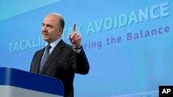 Le commissaire européen à la Fiscalité, Pierre Moscovici, lors d'une conférence de presse à Bruxelles, le 28 janvier 2016. (AP Photo/Virginia Mayo)