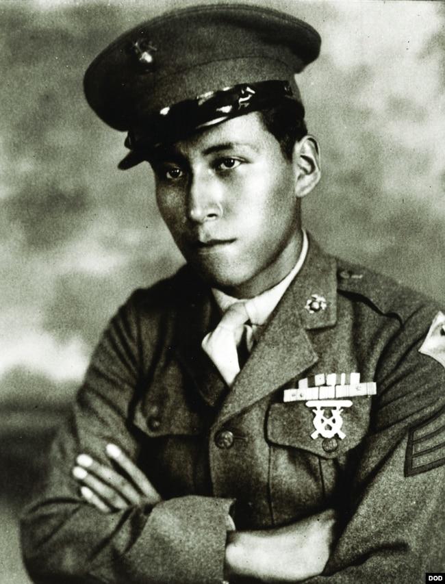 한국전에서 전사한 미국 원주민 출신의 미첼 레드 클라우드 주니어 육군 상병.
