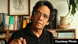 Reinaldo Escobar y el periodista de la cadena española TVE, Vincenc San Clemente, fueron detenidos por la policía cubana mientras realizaban una entrevista en el Malecón de La Habana.