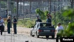 Mahaçkale'de Mayıs ayında düzenlenen bombalı saldırının ardından polis inceleme yapıyor