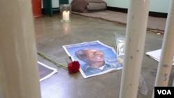 Nelson Mandela's former prison cell on Robben Island, South Africa, Dec. 14, 2013. Henry Ridgwell for VOA.