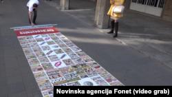 """Predstavnici inicijative """"Ne davimo Beograd"""" istakli su pano koji su nazvali """"tepih laži"""""""