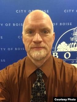 博伊斯市新闻发言人迈克·哲尼(Mike Journee)