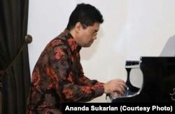 Indonesian pianist Ananda Sukarlan
