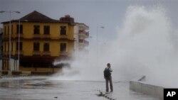 د چهارشنبې په ورځ دغه توپان د کیوبا د باراکوا ځینې سیمې لاندې کړې