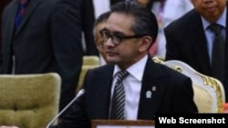 Menlu RI Marty Natalegawa mendorong pemerintah Burma untuk memberikan status hukum kepada warga Muslim Rohingya (foto: dok).