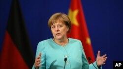 앙겔라 메르켈 독일 총리가 13일 베이징 인민대회당에서 열린 독일-중국 경제·기술협력포럼에서 연설하고 있다.