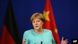 德国总理默克尔在北京人大会堂召开的中德经济与技术合作论坛上讲话。(2016年6月13日)