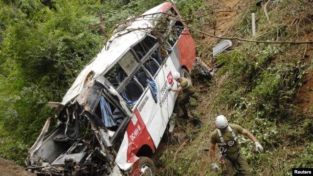 El bus hacía parte de una caravana de aficionados al fútbol chileno.