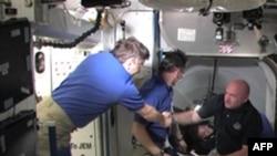 «Endeavour» пристикувався до МКС