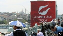An advertising banner of Istanbul 2020, candidate city for the Olympics, is displayed on the Galata bridge in Istanbul, June 5, 2013.