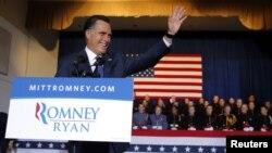 Calon Presiden dari Partai Republik, Mitt Romney dalam kampanyenya di Akademi Militer Valley Forge, Wayne, Pennsylvania (28/9) mengungkapkan angka lapangan kerja yang berbeda dengan yang dirilis oleh Departemen Tenaga Kerja AS pada hari yang sama.
