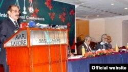 چیف جسٹس افتخار محمد چودھری تقریب سے خطاب کر رہے ہیں۔