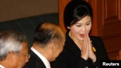 Bosh vazira Yingluk Shinavatra partiyasi parlamentda aksariyat o'rinlarni egallagan va qonun loyihalarini osonlikcha ma'qullab keladi.