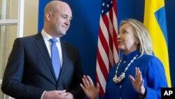 Swedish Prime Minister Fredrik Reinfeldt, left, greets US Secretary of State Hillary Rodham Clintonas she arrives for meetings at Rosenbad in Stockholm, Sweden, Sunday, June 3, 2012.
