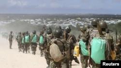 Abasirikare b'Abarundi ba AMISOM muri Somaliya mu bikorwa vyo gukizura mu micungararo ya Mogadishu, itariki 22/05/2012.