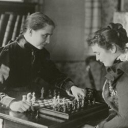 Helen and Anne playing chess
