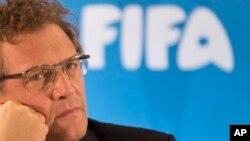 国际足联高级助手瓦尔克在听新闻发布会(资料照片)