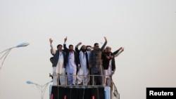 پشتون تحفظ تحریک کے رہنما گزشتہ ماہ اسلام آباد میں ہونے والے ایک احتجاج کی قیادت کر رہے ہیں (فائل فوٹو)