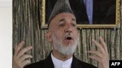 Tổng thống Karzai thúc đẩy thủ lãnh các bô tộc giúp bảo vệ làng xóm và ông cũng kêu gọi những phần tử nổi dậy buông vũ khí