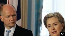 헤이그 영국 외무장관(왼쪽)과 클린턴 미국 국무장관(오른쪽): 자료사진